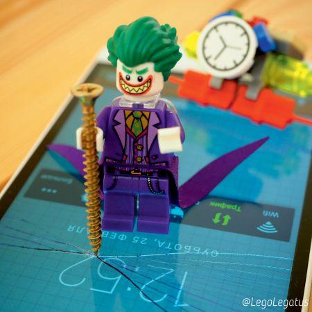 Краш-тест смартфона от Лего-Джокера